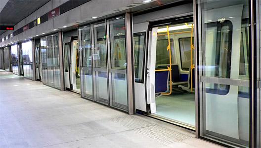 Tunnelbanan rullar igen efter stopp i rusningstrafiken